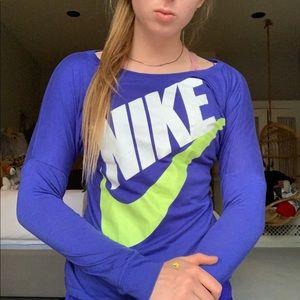 Nike Long Sleeve Crew Neck Tee!